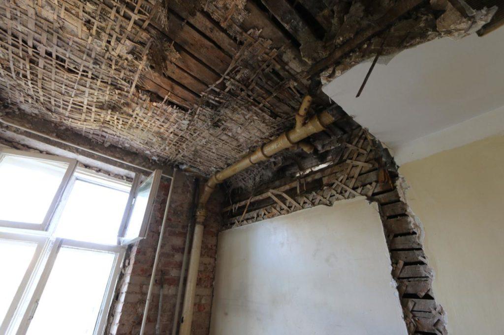 Демонтаж потолков